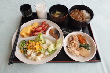 <p>Japanese-style breakfast buffet (Curry &amp; rice is delicious)</p>