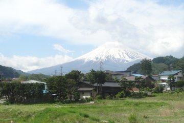 <p>Immense presence from the Fujikyuko Line train&#39;s view</p>