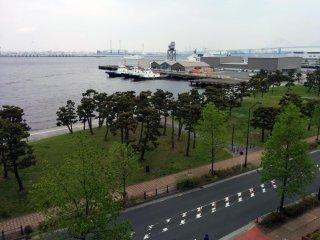 Khung cảnh công viên của bảo tàng (nơi không có điều gì liên quan đến mì) nhìn từ tầng trên bên ngoài.