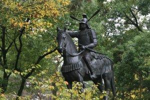The fine statue of samurai and castle builder Todo Takatora