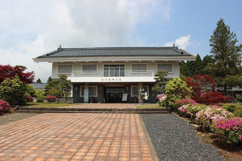福井県が運営する施設。植栽も手入れが行き届いていて気持ちがいい