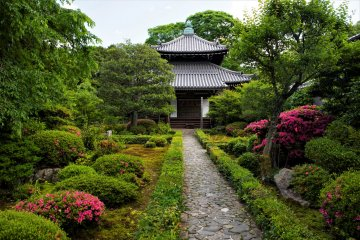 Traditional setting at Kyoto's Philosopher's Path