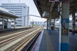 JR Tottori Station: train tracks in sunny daylight make for a nice view.