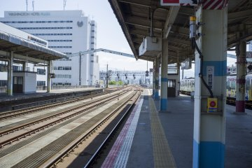 <p>JR Tottori Station: train tracks in sunny daylight make for a nice view.</p>