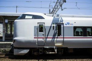 The JR West 'Kounotori 16' Express train to Fukuchiyama.