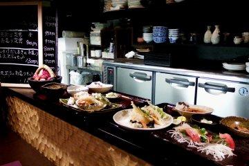 왼쪽; 템푸라 점심, 오른쪽; 템푸라 & 사시미 점심. 어떤 걸로 하시겠습니까?