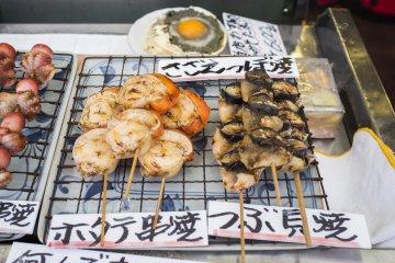 Свежие морепродукты, приготовленные на гриле