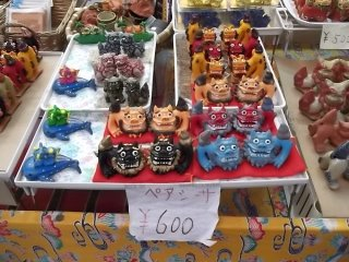 These colorful lion figures make good souvenirs