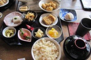 shojin-ryouri (อาหารมังสวิรัติ สไตล์พุทธ) ที่วัดโฮะริวจิอร่อยถูกใจมากๆ