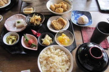 <p>The shojin-ryouri (Buddhist vegan food) found at Horyuji is amazingly delicious and satisfying!</p>