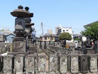 รูปปั้นจิโซะ (Jizo) ที่วัดจิโยะ เมียว อิน