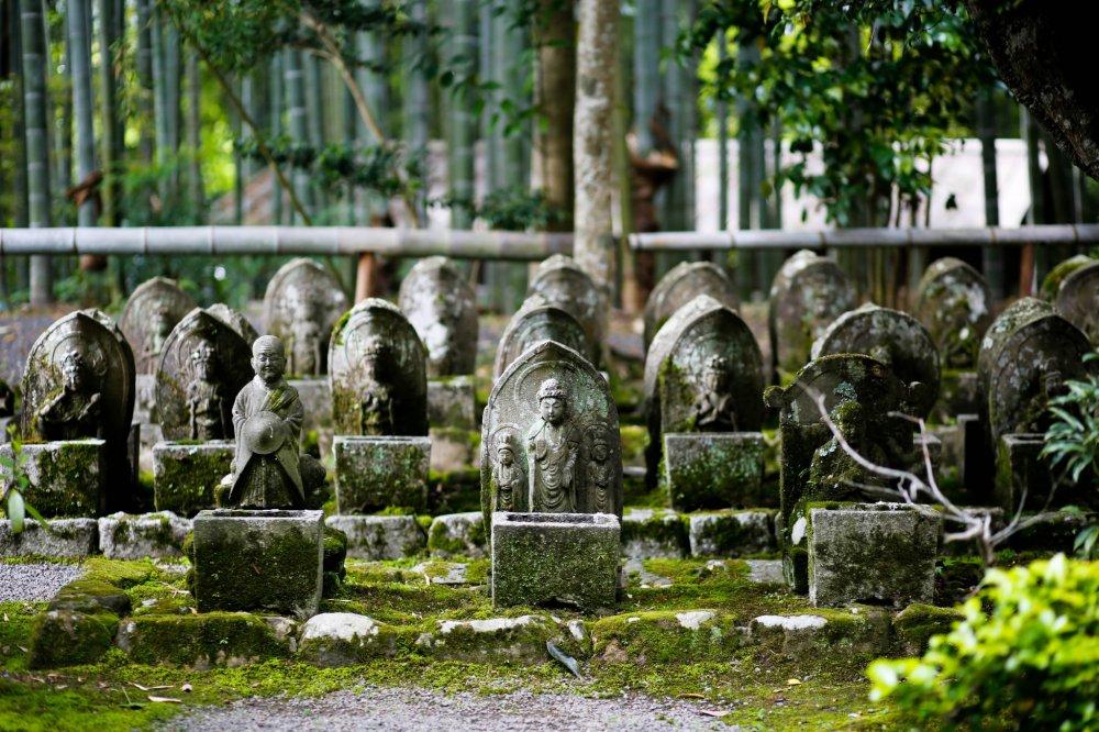 관음의 33개 동상