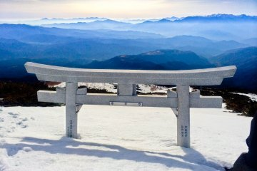 <p>Snow covered &#39;torii&#39; on ascent to &#39;Hachi-go-me&#39;</p>