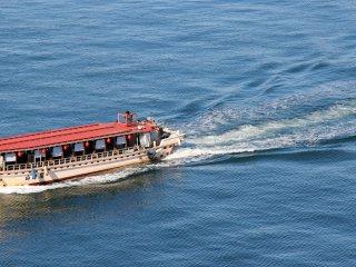 Vous pouvez prendre différents bateaux pour une courte escapade sous le pont ou entre la terre ferme et Odaiba