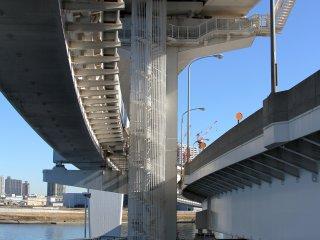 L'architecture du pont, assemblage de multiples éléments qui s'emboîtent parfaitement, est fascinante.