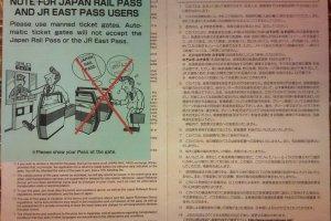 คำอธิบายรายละเอียดของตั๋วJR PASS ซึ่งอยุ่ด้านหลัง