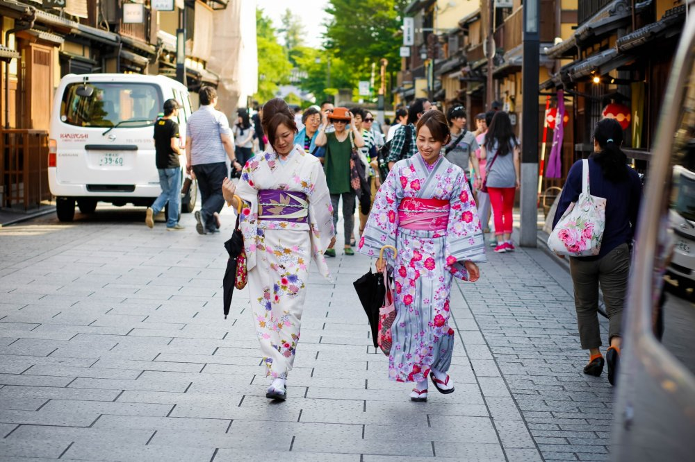 A walk through the Gion district