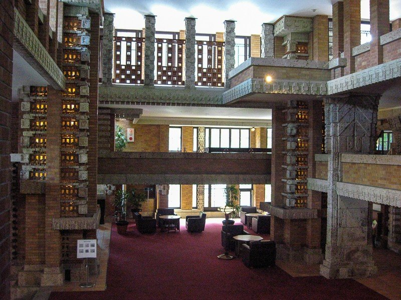 <p>Frank Lloyd Wright&#39;s Tokyo Imperial Hotel. View from inside the lobby</p>