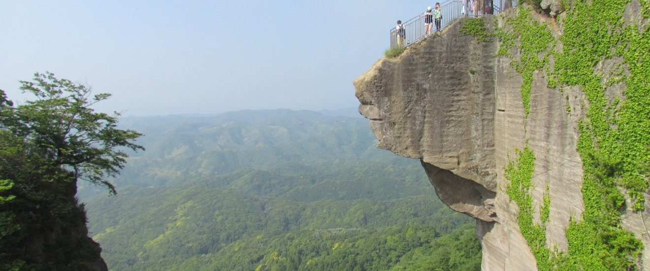 """The over the edge look out of """"Hell's View"""""""