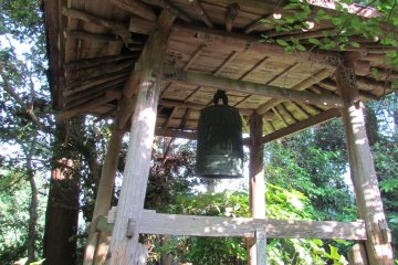 <p>Ancient temple bell now left unused</p>