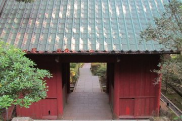 <p>Gate to Nihon-ji Temple</p>