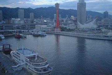 <p>A view of the Kobe Port Tower from the Ferris Wheel attraction at the Mosaic mall near the&nbsp;tower.</p>