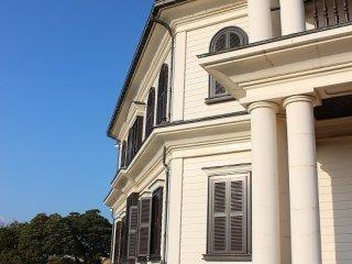 明治期に建てられたこの建物はもともと木造の小学校であった