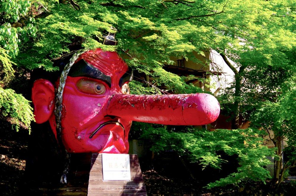 叡山電鉄・鞍馬駅の天狗