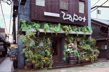 <p>Dining Zapot&#39;s lush and inviting shop front</p>