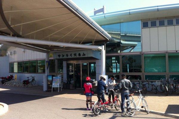 A family returns their rental bikes at Sunrise Itoyama