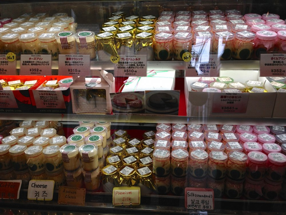 A few years back, walking in the by-lanes of Asakusa, I saw customers lining up at a shop calledAsakusa Silk Pudding and I decided to try it. It was a discovery by chance and since then I have never forgotten to have one whenever I visit the area.