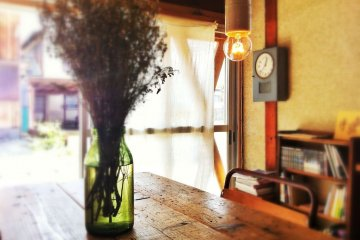 On a sunny spring day, time stands still at Terzo Tempo in Kochi City