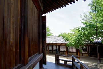 <p>Outer corridor and wooden wall of Yume-dono Hall</p>
