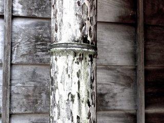 Поддерживающая бамбуковая колонна