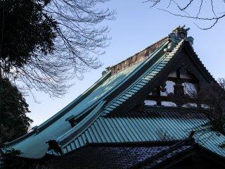 Ciel automnal, le toit du bâtiment principal