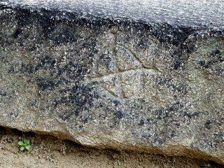 لأن عشيرة مايدا كانت كبيرة و ذات نفوذ واسع كانوا قد كلفوا ببناء منطقة واسعة. تستطيع رؤية شعارهم على كثير من الحجارة هنا