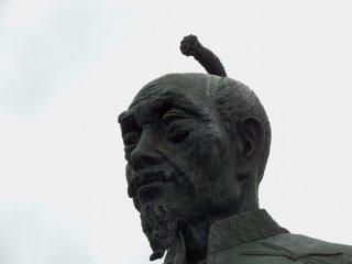 Close-up of the statue of Toyotomi Hideyoshi, who is enshrined in Hōkoku Shrine in Osaka