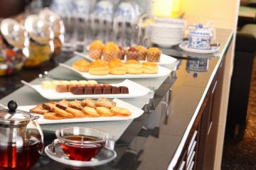 <p>delightful petit fours for afternoon tea at the Club Lounge</p>