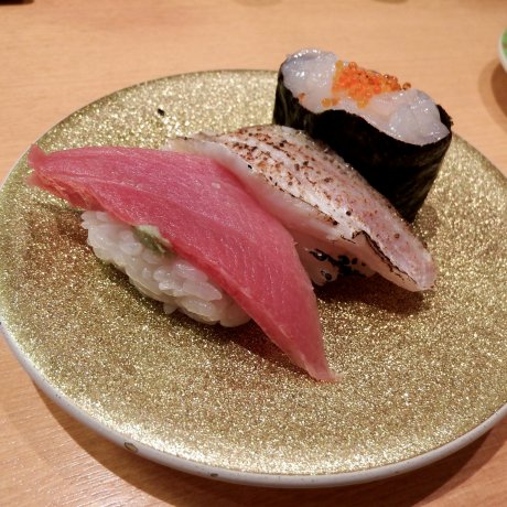 "Comboio de Sushi ""Kitano-Oyaji"" em Fukui"