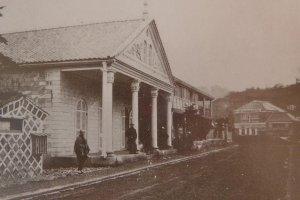 ヘフトが山下居留地68番に建設した初期のゲーテ座