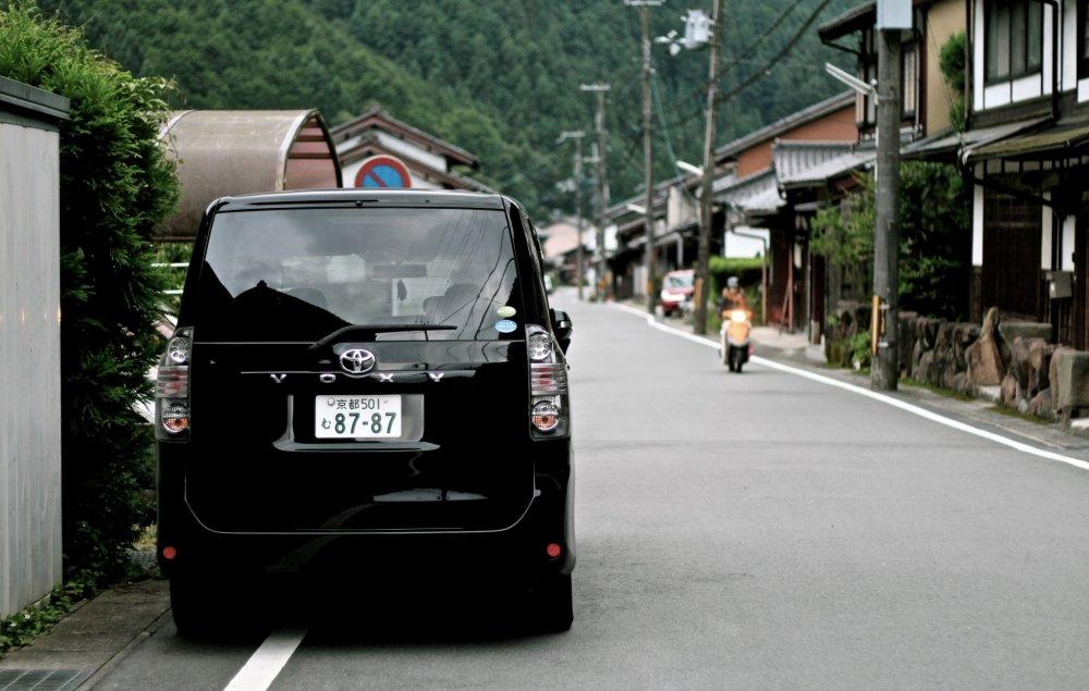 ...ถนนเส้นเดียวของเมืองคุรามะออนเซน...