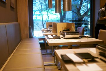 <p>The stylish minimalist tables at Ushigoro Bambina</p>