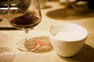 <p>The coffee pudding and a glass of wine</p>
