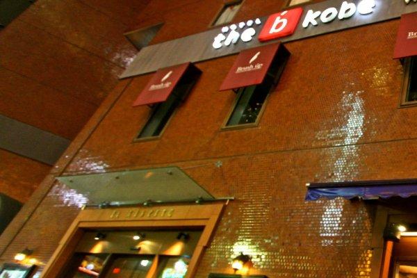 The B Hotel Kobe ในยามค่ำคืน