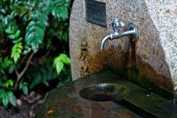 <p>อยากจะเปิดก๊อกลองชิมน้ำจาก Tansan Sengen &nbsp;ก็ได้นะ</p>