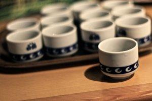 แวะชิมสาเกคุณภาพชั้นดีที่โรงบ่มสาเกะฮาคุทซุรุ(Hakutsuru Sake Brewery)