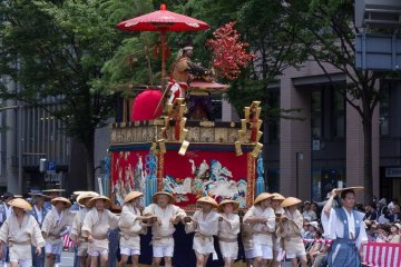 <p>Houshou-yama (保昌山) During the Yamaboko Junko (山鉾巡行) in Kyoto,2012! This float features the famous love story between court poetess Izumi Shikibu and courtier Hirai Yasumasa. In the scene portrayed on this float the valiant Yasumasa, also called Hosho, dares to intrude into the Shishin-den, the very center of the Imperial court, to snap a branch from a noted red Ume tree (Japanese plum) to present it to this court lady that he admires</p>