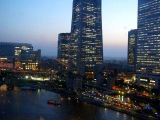 日本一高いビル、ランドマークタワーの絶景