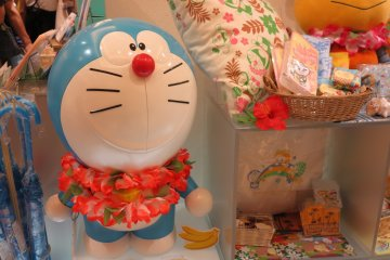 <p>纪念品店的哆啦A梦~aloha 夏威夷限定</p>