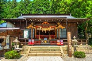 L'un des temples au pied de la montagne